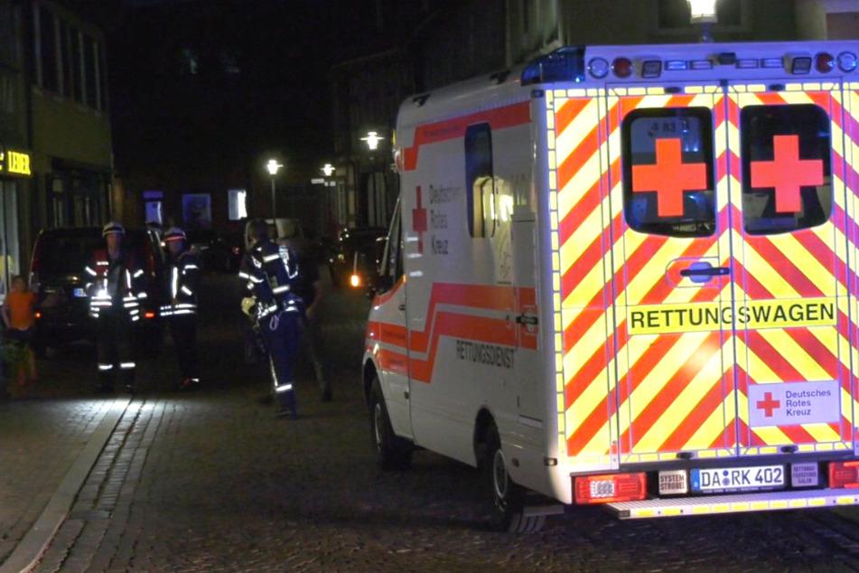 Grill fängt in Dieburg Feuer: Frau und Kind (12) bei Balkon-Brand verletzt