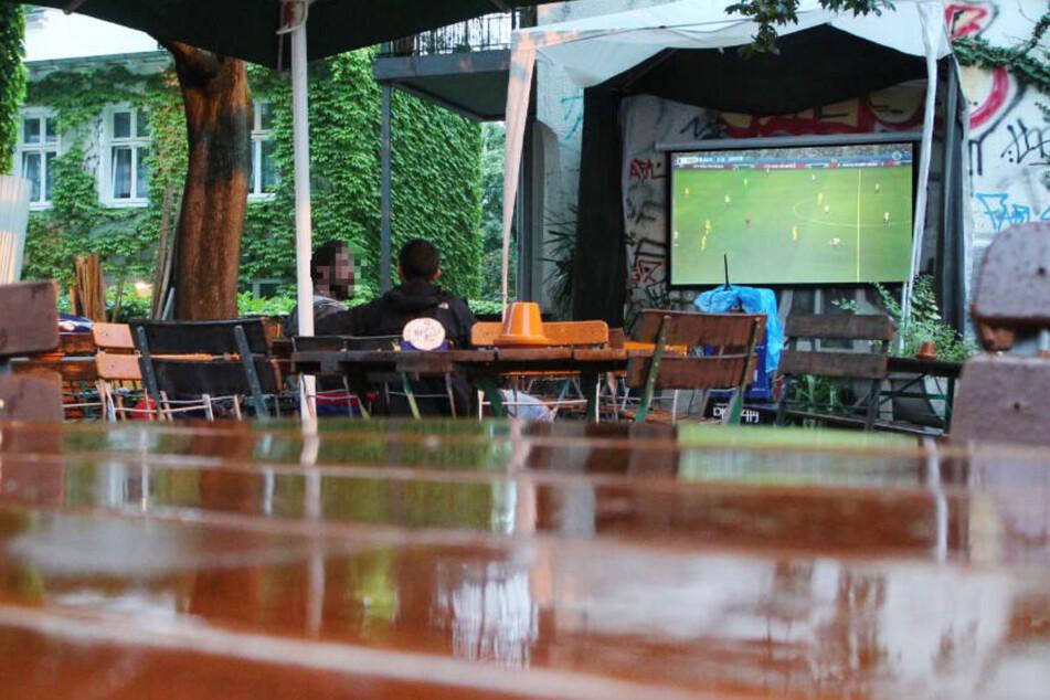 Gewitter und Starkregen möglich: Fällt Public Viewing in Sachsen ins Wasser?