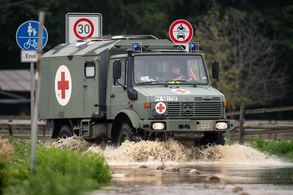 Auch im überfluteten Erftstadt ist die Bundeswehr im Einsatz.