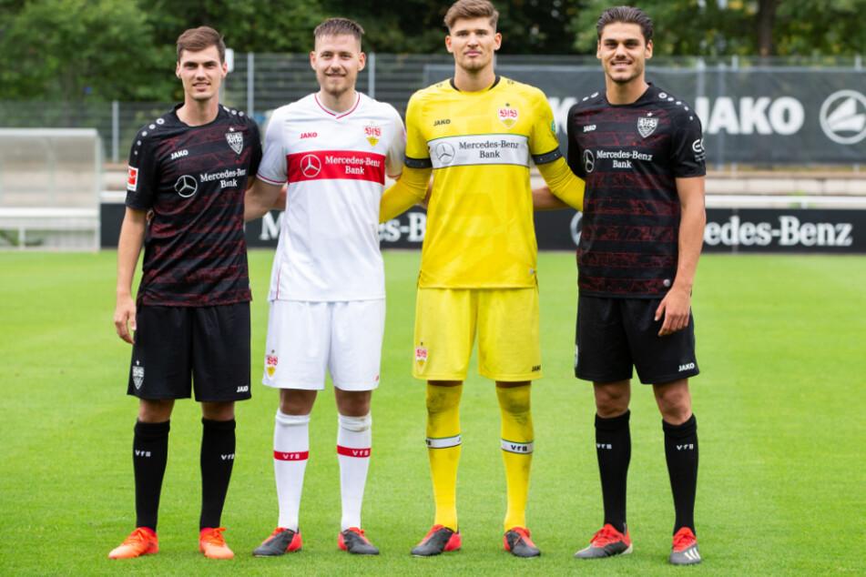 Die Neuzugänge des VfB Stuttgart: Der 24-jährige Pascal Stenzel (l-r), Waldemar Anton (24), Stuttgarts Torwart Gregor Kobel (22) und Konstantinos Mavropanos (22).
