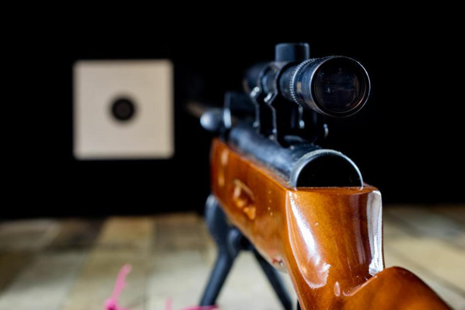 Ein 58-Jähriger hat am Samstag in Neufang (Sonneberg) mit einem Luftgewehr auf eine Frau geschossen. (Symbolbild)