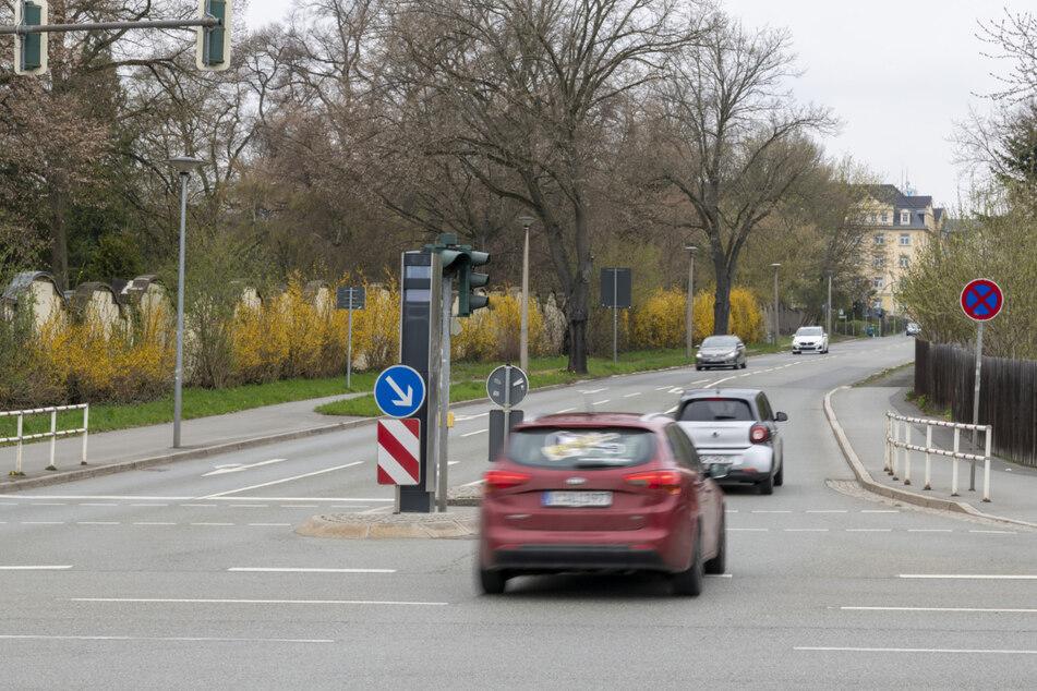 Ein neuer Rotlichtblitzer: Dieses Gerät wacht in Plauen über die Kreuzung Chamisso-/Reißiger Straße.
