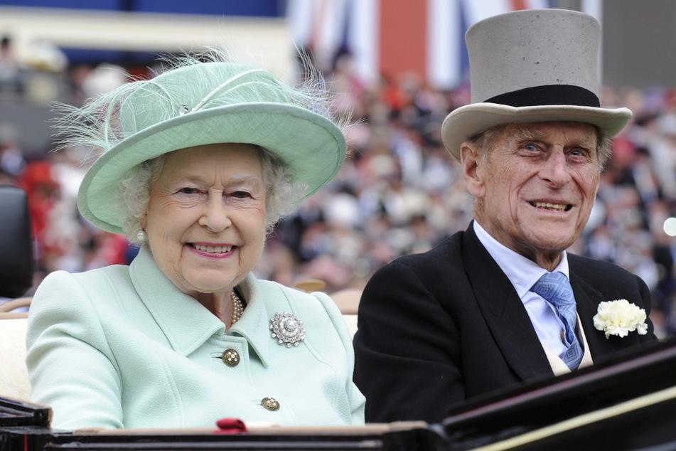 Königin Elizabeth II. (95) hielt sich als einzige mit Äußerungen über ihren verstorbenen Mann Prinz Philip (†99) zurück. (Archivbild)