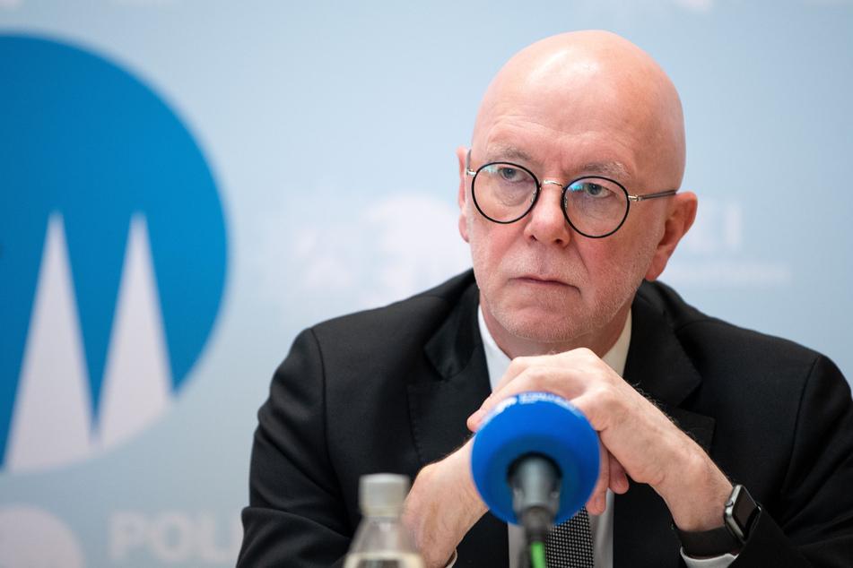 Köln: Kölner Polizeipräsident fällt auf Hacker-Nachricht bei Facebook rein