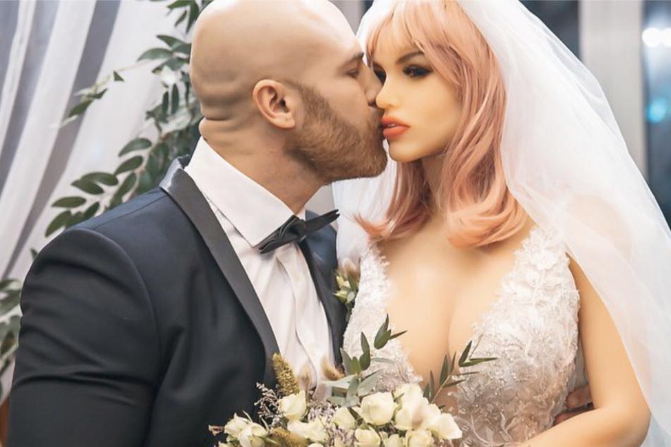 Bodybuilder tritt vor den Traualtar: Seine Braut ist kein Mensch