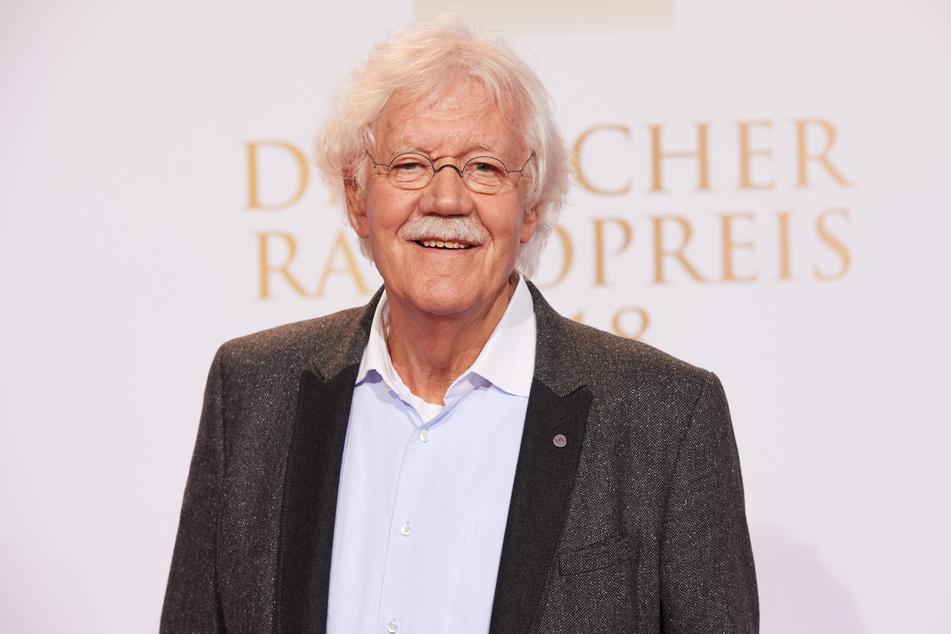 Moderator und Schauspieler Carlo von Tiedemann steht auf dem Roten Teppich vor der Verleihung des Deutschen Radiopreises. (Archivbild)