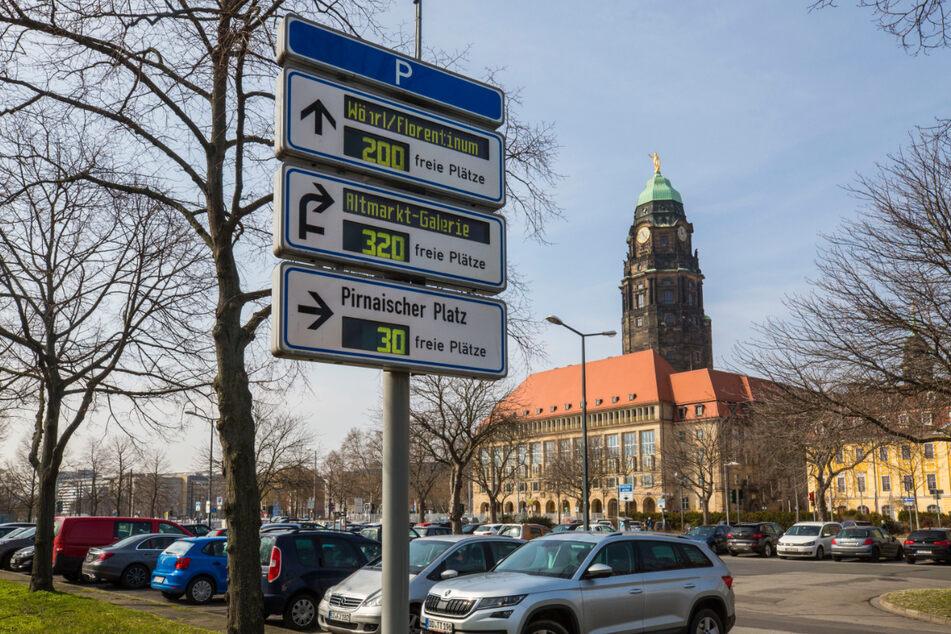Vor dem Rathaus wird es, wie in der gesamten Innenstadt, erst ab November teurer.