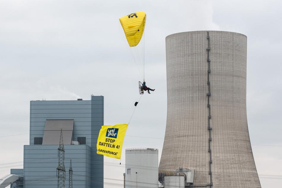 Fliegender Protest gegen umstrittenes Steinkohle-Kraftwerk!