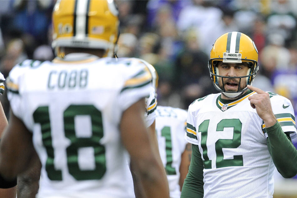 """""""They come here to play with me"""": Aaron Rodgers speaks out on Randall Cobb's return to the Packers"""