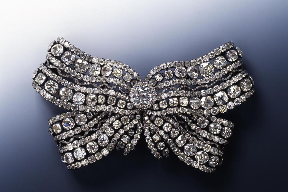 Die gestohlene Brustschleife der Königin Amalie Auguste diente auch als Vorlage für die Bepflanzung.