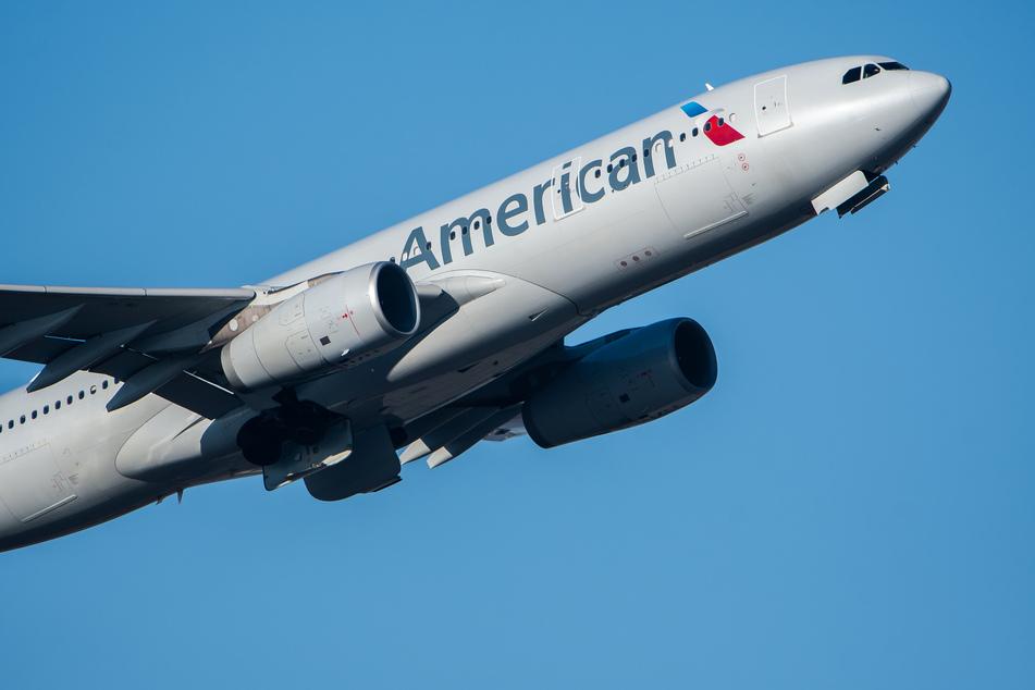 Ein Flugzeug der American Airlines kurz nach dem Abheben. (Archivbild)