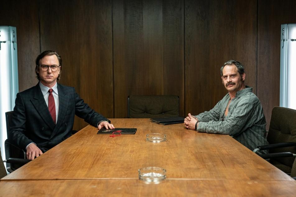 """Lars Eidinger (45) wird in der Serie als """"Stern""""-Journalist Gerd Heidemann (89) und Moritz Bleibtreu (49) als Fälscher Konrad Kujau zu sehen sein."""