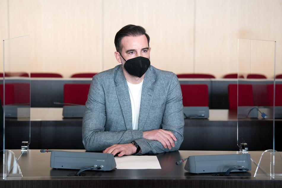 Metzelder zeigte während des Prozesses Reue und kündigte an, sämtliche Auszeichnungen zurückzugeben.