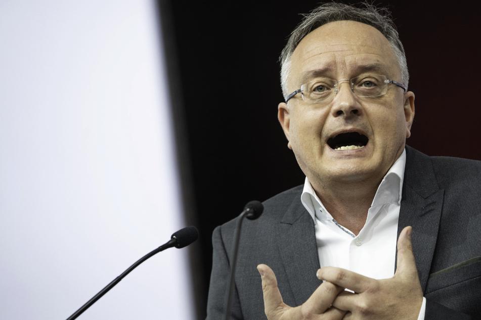 SPD-Landeschef Stoch (51) fordert von der grün-schwarzen Landesregierung eine aktive Corona-Vorsorge für den Präsenzunterricht nach den Schulferien.