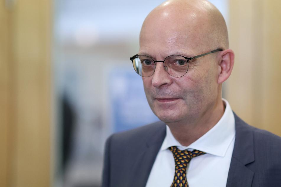 Nach verfrühter Politiker-Impfung: Grüne fordern Halles OB zum Rücktritt auf