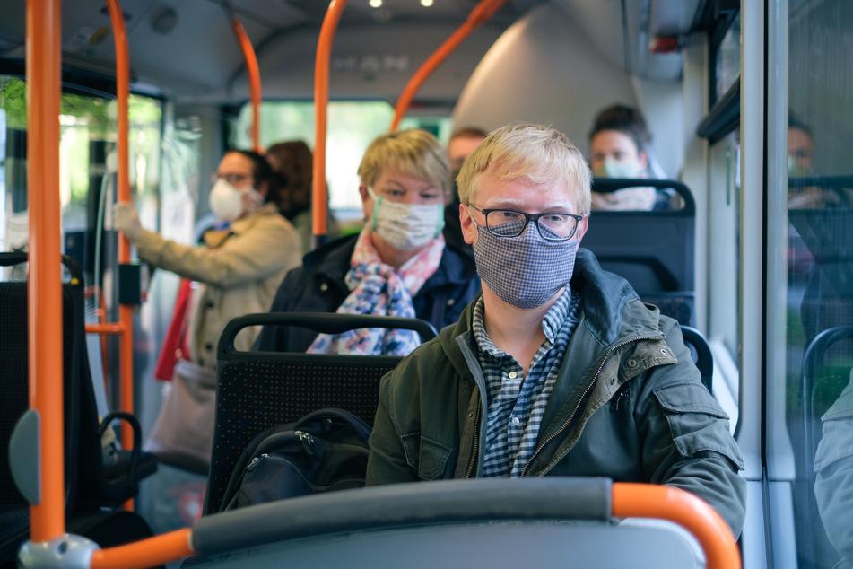 Seit Montag gilt in Niedersachsen eine Maskenpflicht für den öffentlichen Nahverkehr und Geschäfte.