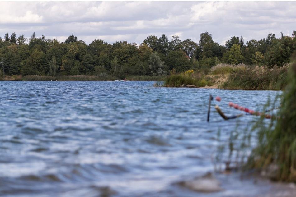 Am frühen Samstagmorgen hatte ein Angler die Leiche des 20-Jährigen im Kulkwitzer See entdeckt. (Archiv)