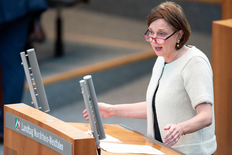 NRW-Schulministerin Yvonne Gebauer (FDP) geht davon aus, dass das neue Schuljahr nach den Ferien mit Präsenzbetrieb starten wird.