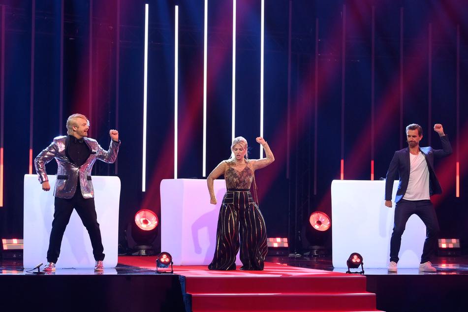 Das Moderatoren-Trio Ross Antony (46), Beatrice Egli (32) und Florian Silbereisen (39) rockten ordentlich ab.