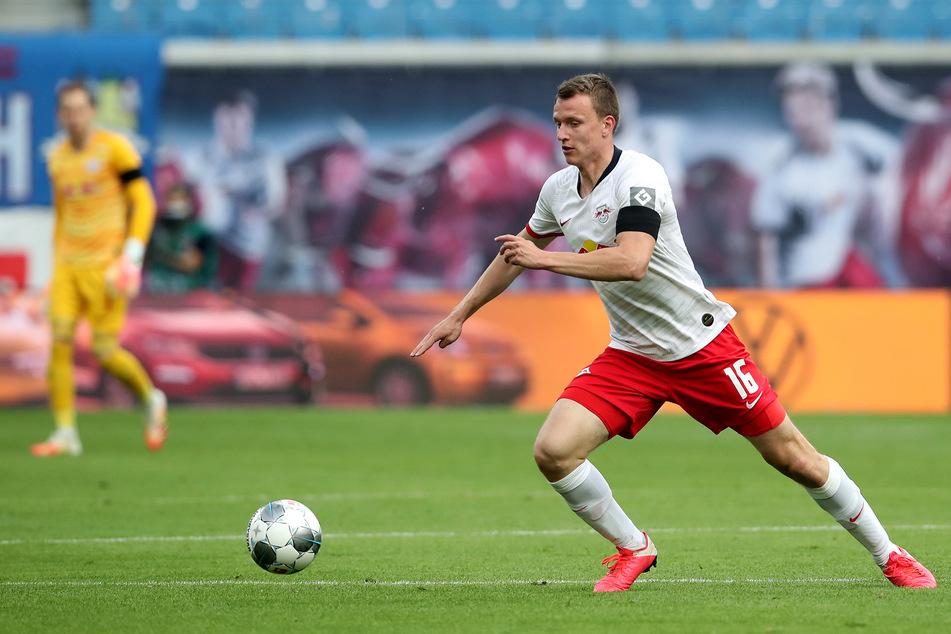 RB Leipzigs Lukas Klostermann fällt am Dienstag wegen Knieproblemen aus. Trainer Julian Nagelsmann zufolge könnte es sich dabei unter Umständen um eine längere Geschichte handeln.