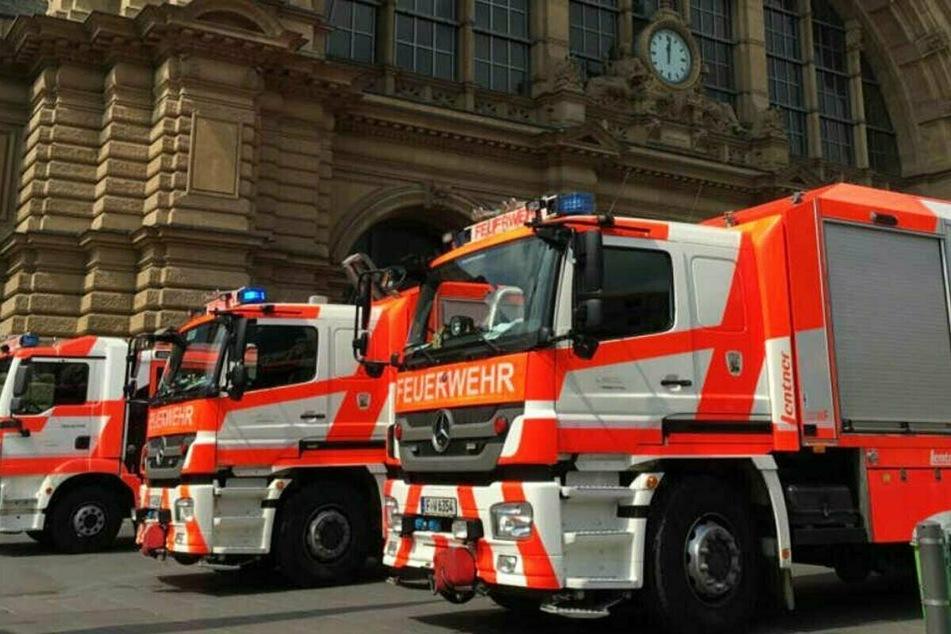 Zahlreiche Einsatzkräfte der Feuerwehr waren nach dem Angriff zum Frankfurter Hauptbahnhof geeilt.