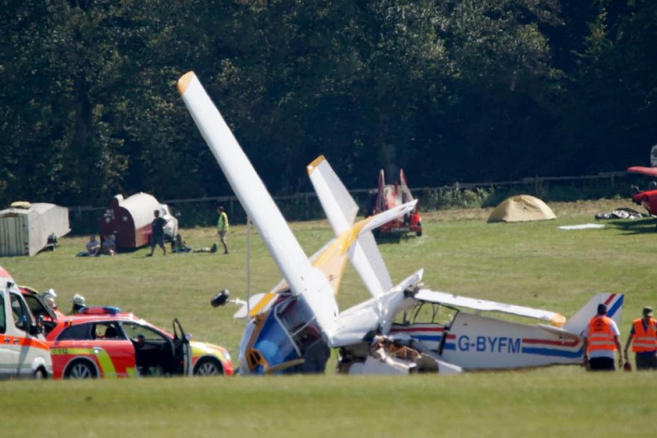 Zwei kollidierte Flugzeuge auf dem Flughafen auf der Hahneweide in Baden-Württemberg.
