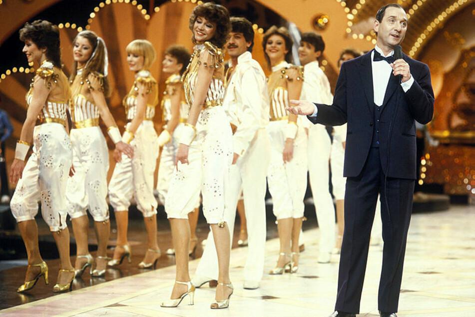 Die Showformation war im DDR-Fernsehen omnipräsent - hier bei einem Auftritt mit Heinz Rennhack.