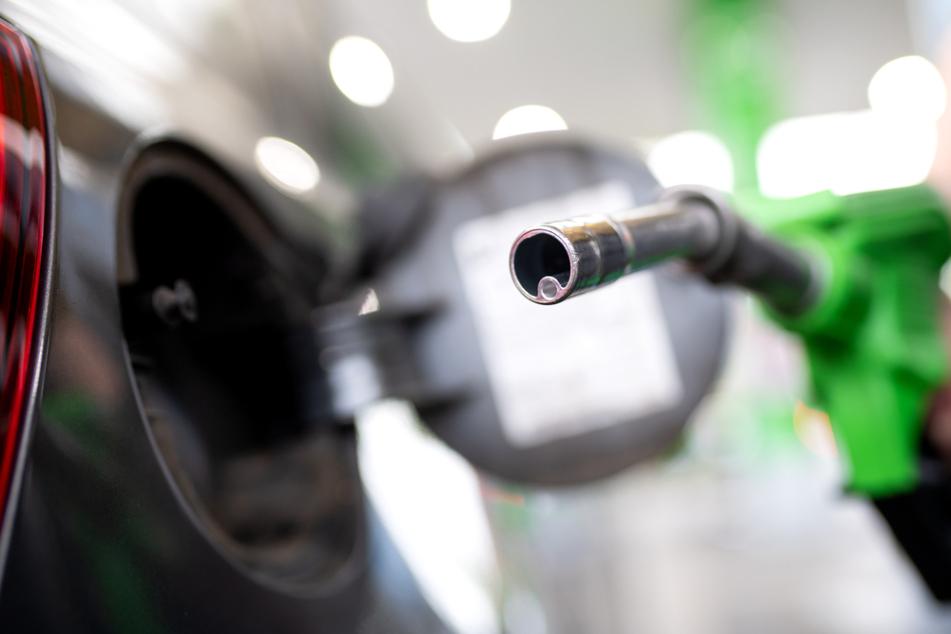 Überfall auf Tankstelle: Polizisten schnappen Täter auf der Flucht