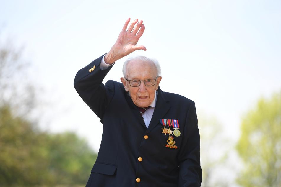 Der Kriegsveteran Captain Tom Moore ist im Alter von 100 Jahren gestorben.