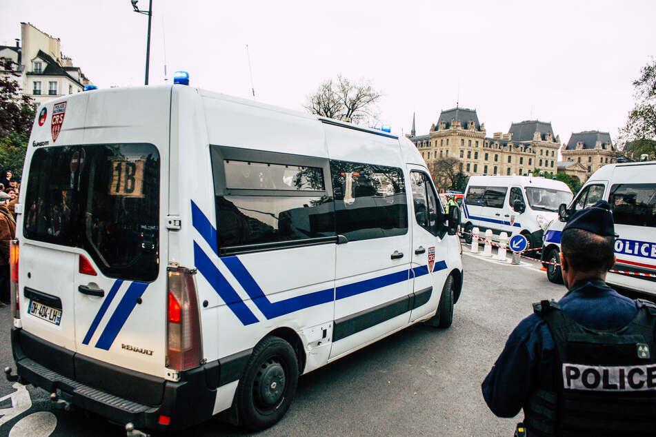Französische Beamten ermitteln aufgrund eines Messerangriffs in Paris. (Symbolbild)