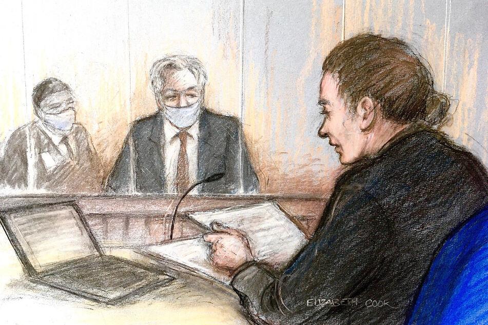 Eine Gerichtszeichnung von Elizabeth Cook zeigt Julian Assange (M.) im Gerichtssaal.