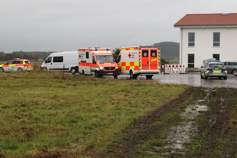 Polizei und Rettungskräfte sind mit einem Großaufgebot vor Ort im Einsatz.