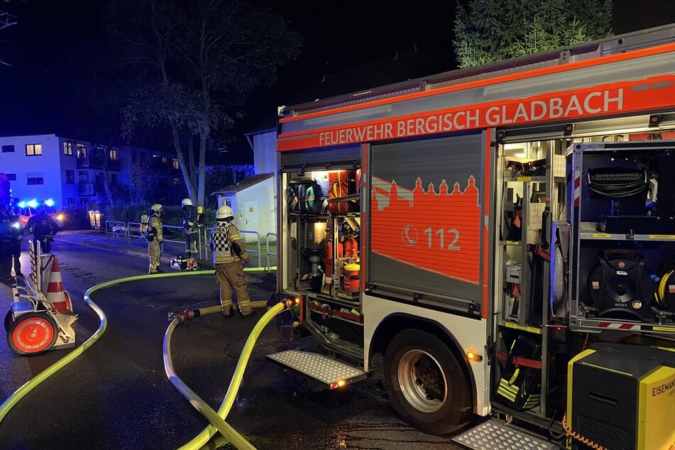 Dramatische Rettung: Haus brennt lichterloh, Bewohner und Katze noch drin