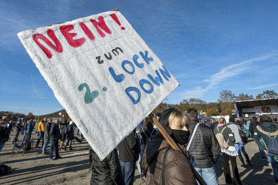 Die Veranstalter hatten in Bayern zunächst 2000 Teilnehmer angemeldet, die Stadt beschränkte die Zahl aber auf 1000 Menschen.