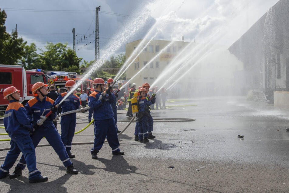 Wasser marsch und löschen! Das steht in den kommenden Wochen bei den Dohnaer Oberschülern auf dem Stundenplan.