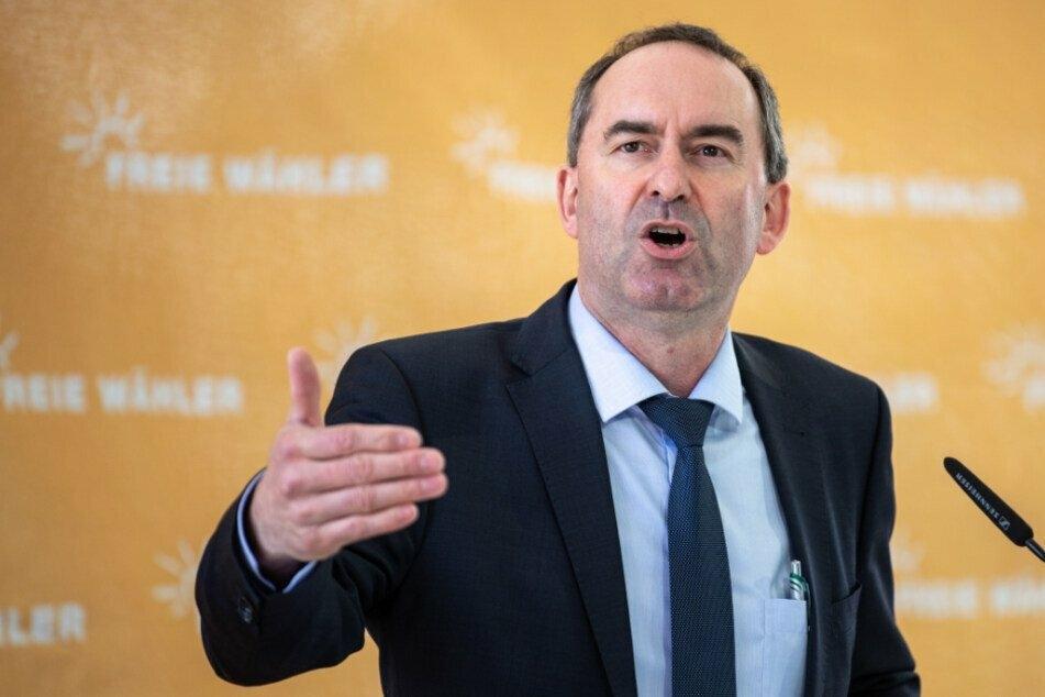 Bayerns Wirtschaftsminister Hubert Aiwanger (50, Freie Wähler) möchte neue Flächen für Windkraftanlagen nutzen.