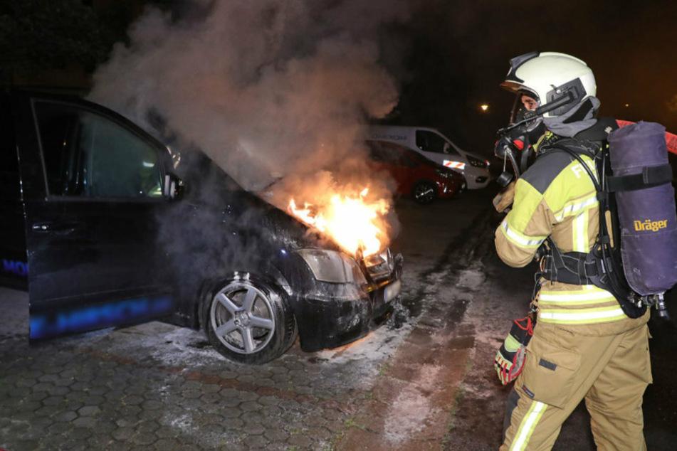Zwei Einsätze kurz hintereinander: Dresdner Autos fackeln ab