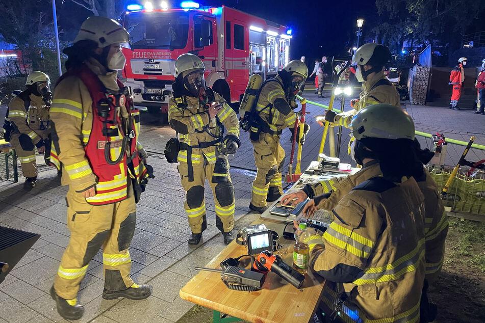 Der Einsatz war nach Angaben der Feuerwehr gegen 21.30 Uhr wieder beendet.