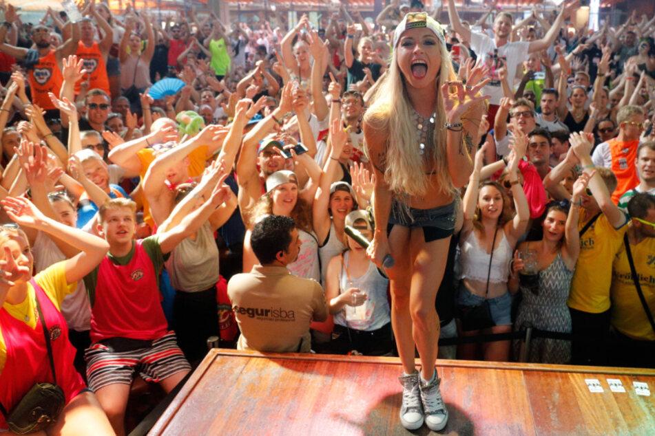 Mia Julia bei einem Auftritt im Bierkönig.