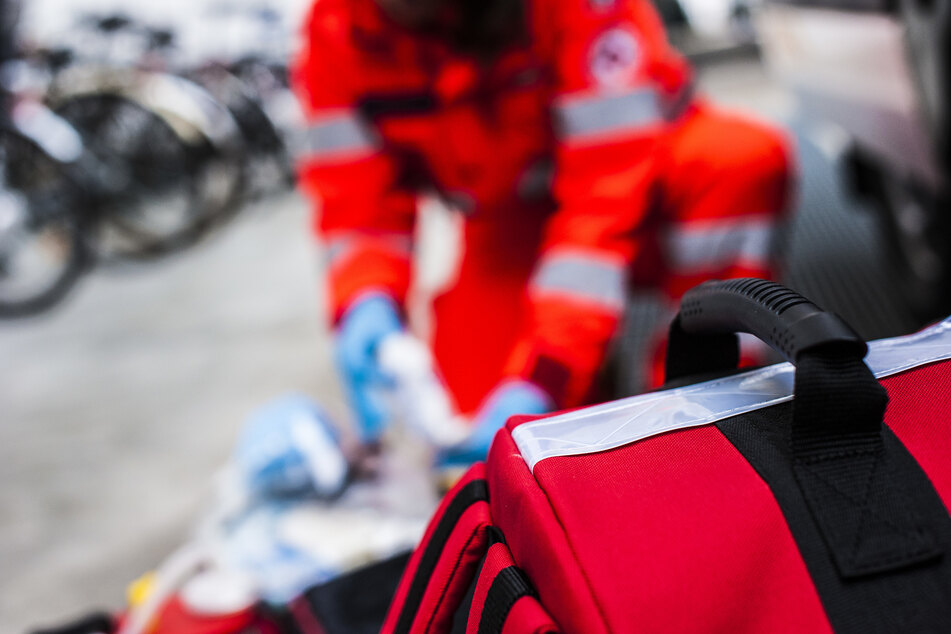 Am Donnerstagmorgen kam es in Leverkusen-Küppersteg zu einem schwerer Unfall, bei dem ein 83-Jähriger frontal mit einem Kleinstransporter zusammen geprallt ist (Symbolbild).
