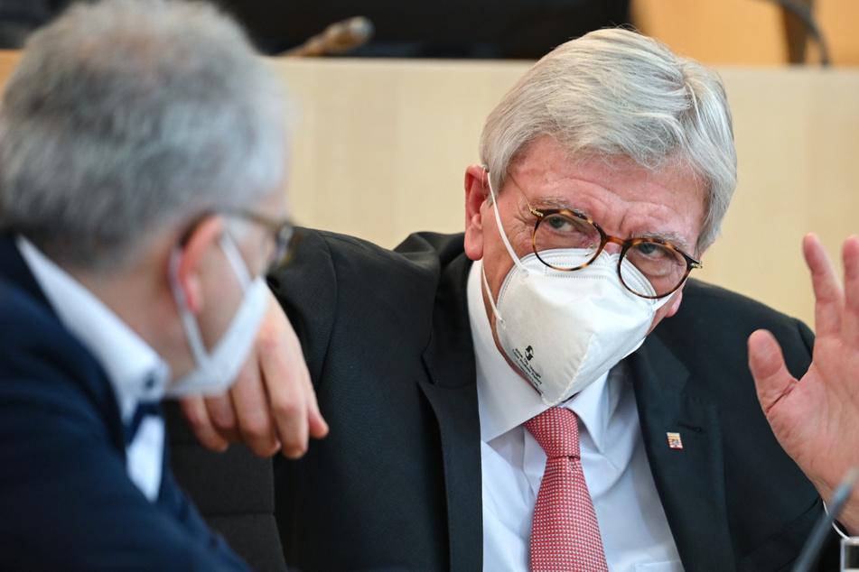 Hessens Ministerpräsident Volker Bouffier forderte die Bevölkerung eindringlich dazu auf, sich an die neuen Corona-Regeln zu halten.