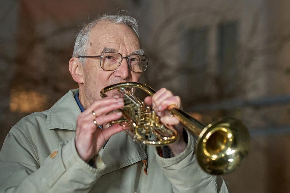 So killt dieser rüstige Rentner (90) den Corona-Blues