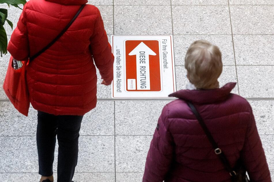 Im Gegensatz zur Nachbarstadt Hamburg können Kunden in Norderstedt wieder in allen Geschäften einkaufen.