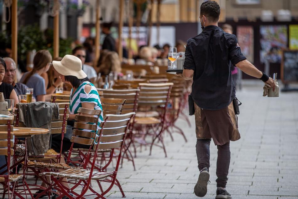 Das Gastgewerbe in Deutschland ist trotz besserer Geschäfte im Ferienmonat August weiterhin deutlich vom Vorkrisenniveau entfernt.