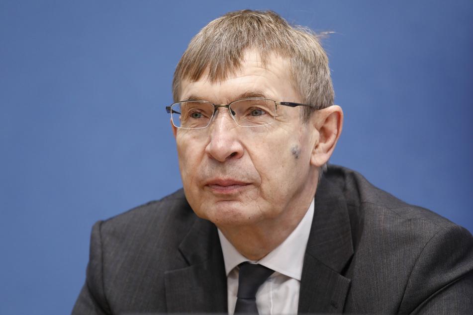 Prof. Klaus Cichutek (64), Präsident des Paul Ehrlich Instituts, ließ wegen fehlender Genehmigung Strafanzeige erstatten.