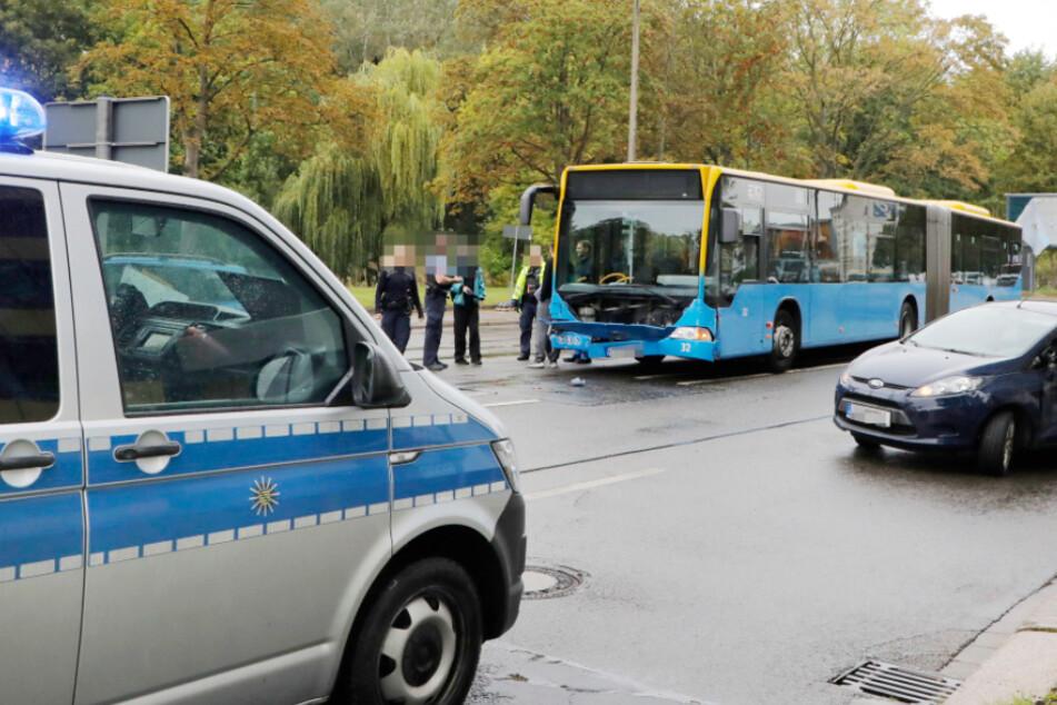 Chemnitz: Ford kracht mit CVAG-Bus zusammen
