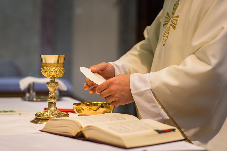Priester verschickt Foto von seinem Penis und hat eine Erklärung dafür