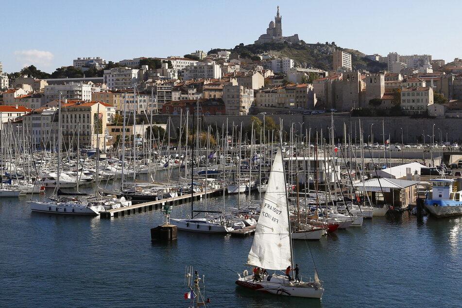 Reisen an die Côte d'Azur (zum Beispiel nach Marseille, hier im Bild) werden wieder einfacher, denn die Region in Südfrankreich gilt bald nicht mehr als Corona-Risikogebiet.