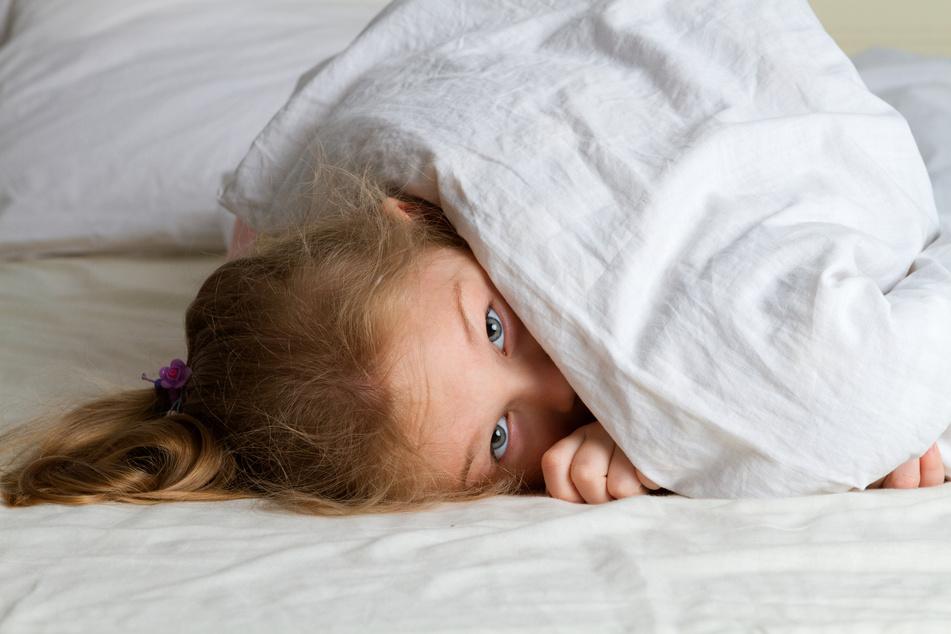 Stress sei ein großer Faktor bei Kindern, die an dem Nachtschreck leiden. Deshalb sollen die Eltern den Stress des Kindes vermindern. (Symbolbild)
