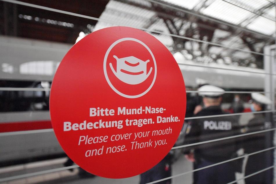 Laut Bahn laufen bundesweit regelmäßig Präventions- und Kontrollaktionen in Zügen und Bahnhöfen mit Unterstützung der Bundespolizei.